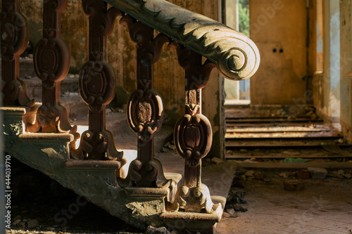Cuadros en Lienzo Antique marble pillars hold the railing