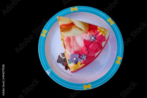 Fotografie, Obraz Taartstuk van een door Fernanda Hessels ontworpen en gebakken taart op een bordj
