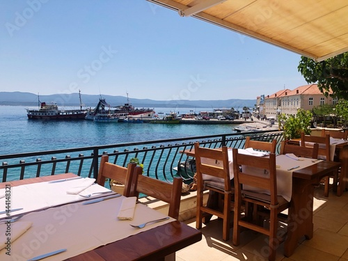Photo View Of Restaurant By Sea Against Clear Sky And Sea