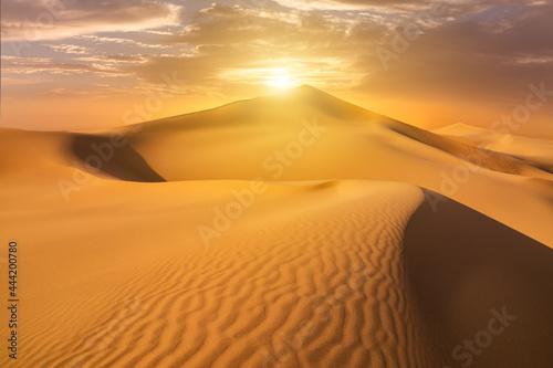 Foto Sunset over the sand dunes in the desert