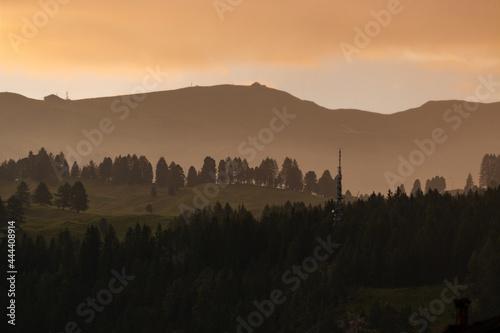 Cuadros en Lienzo Il momento del tramonto sulle Dolomiti è sempre qualcosa di magico