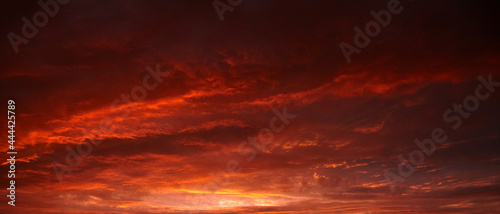 Fotografia Red sunset sky with dramatic clouds