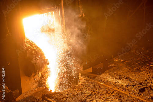 Fotografie, Obraz Discharge of liquid metal from a metallurgical furnace