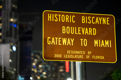Canvastavla Night photo Historic Biscayne Boulevard Gateway to Miami road sign