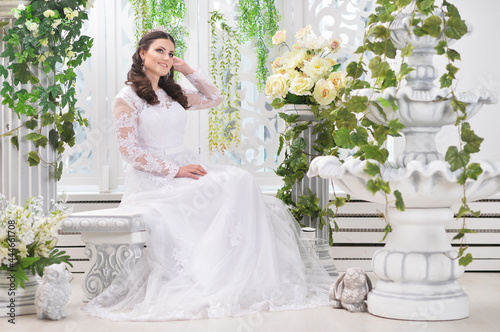Tela portrait of young beautiful bride in white dress posing