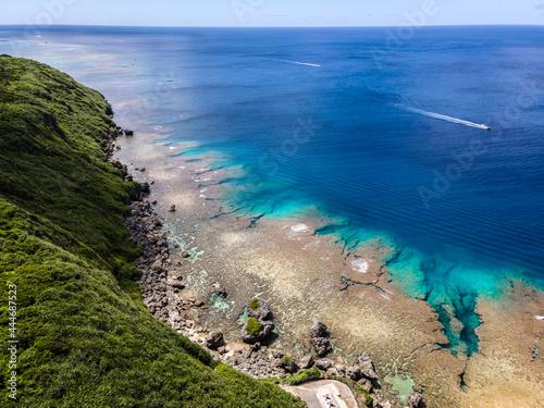 沖縄県・伊良部島・ドローンで撮影したサバウツガー周辺の海 Fototapet
