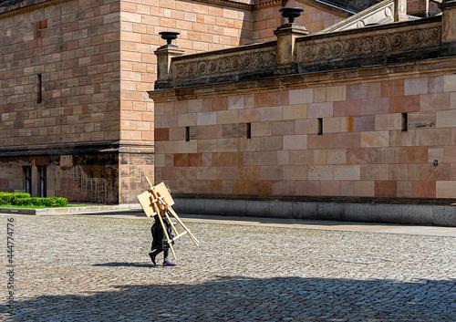 Fotografie, Obraz Touristen und Künstler auf der Museumsinsel in Berlin