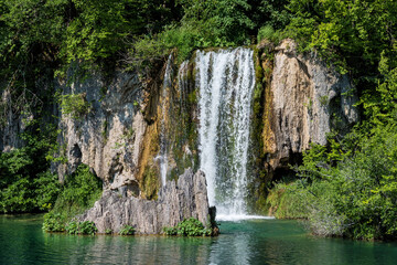 Fototapeta na wymiar Waterfall with turquoise water in the Plitvice Lakes National Park, Croatia.