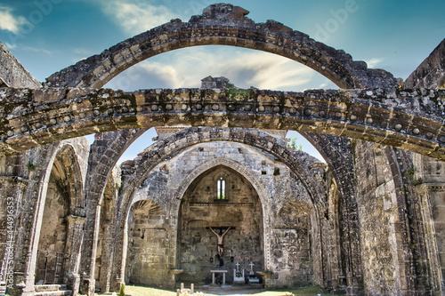 Fotografering Restos en ruinas de la antigua iglesia de Santa Mariña en la villa de Cambados,