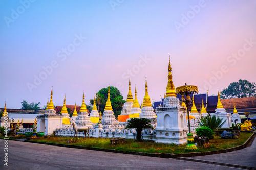 Obraz na plátně Twenty pagodas temple is a Buddhist temple in Lampang province, Thailand