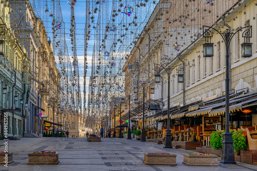 Kamergersky lane with tables of cafe in Moscow, Russia Fototapet
