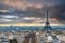 冬のパリ 凱旋門から眺めるエッフェル塔