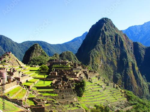 Obraz na płótnie Explorando las Ruinas de Machu Picchu, Maravilla del Mundo, Perú.