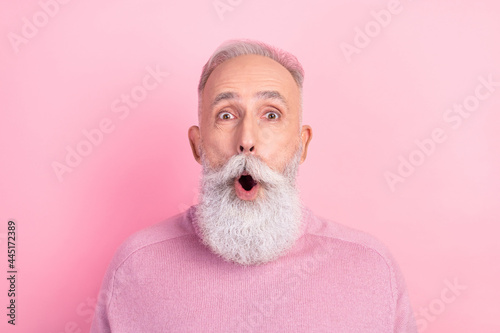 Obraz na plátne Photo of impressed grey hair aged man wear pink sweater isolated on pastel color