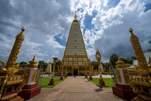Wat Phra That Nong Bua Is A Dhammyuttika Temple, One Of Important Temples In Ubon Ratchathani. The Highlight Of This Place Is Sri Maha Pho Chedi, In Day Time