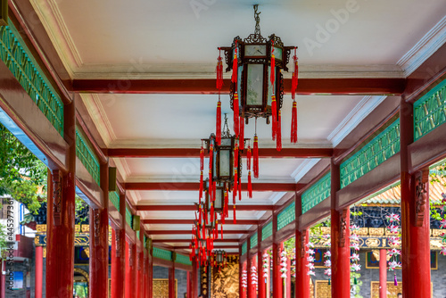 Obraz na plátně Chinese traditional corridor with painted palace lanterns in Baomo Garden, Guang