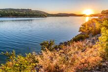 Coucher De Soleil Sur Le Lac De Sainte Croix Dans Le Verdon En Provence Dans Le Sud De La France