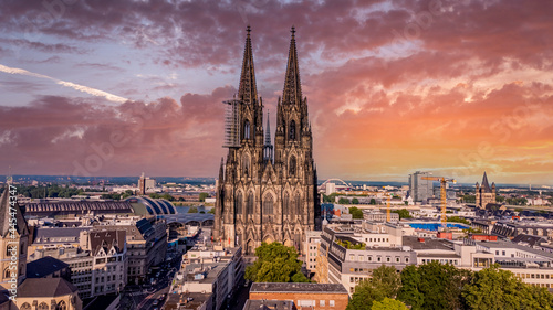 Billede på lærred Cologne Cathedral - the iconic church in the city center - aerial view - COLOGNE