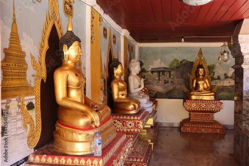 タイ・チェンマイの最も有名な黄金寺院の黄金の仏像