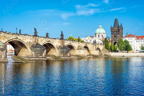 Murais de parede View of Prague castle and Charles bridge over Vltava river, Czech Republic
