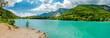 Türkisfarbener Alpensee in Italien.