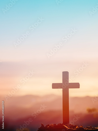 Fotografia Cross on mountain in the morning natural background.