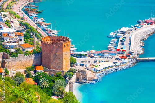 Fotografia Panoramic view of the harbor of Alanya on a beautiful summer day