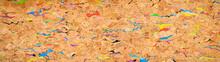 カラフルな絵の具を混ぜ込んだコルクのボード