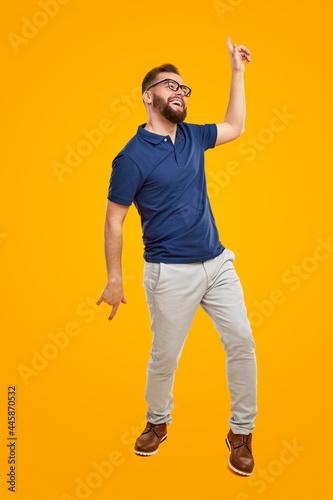 Cheerful guy dancing in studio Tapéta, Fotótapéta