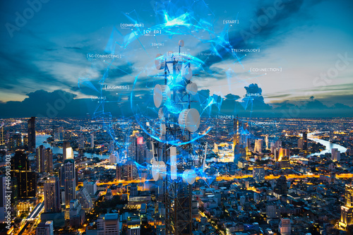 Telecommunication tower with 5G cellular network antenna on night city backgroun Fototapet