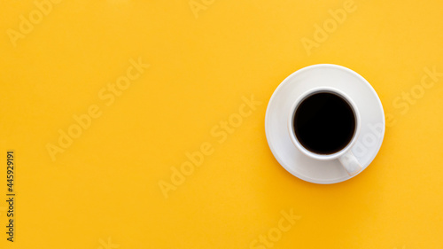 Canvas Print Top view of a mug of coffee isolated on a yellow background