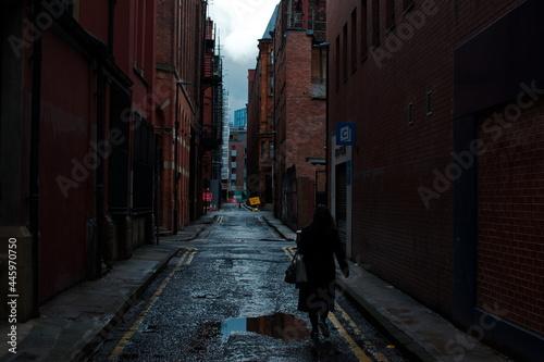 Billede på lærred Women walking in a backstreet in the UK, England Manchester