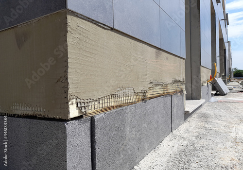 Fototapeta Realizzazione di nuova facciata condominiale con cappotto isolante e piastrelle