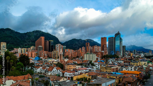 Foto Aerial view of the skyline of Bogota Colombia