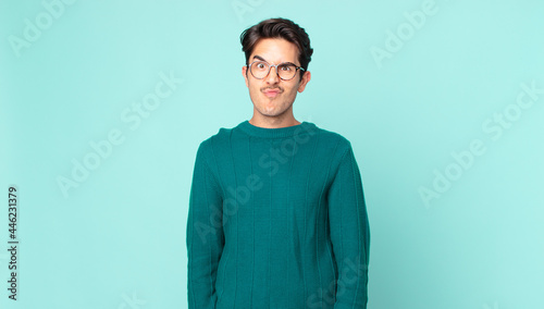 Photo hispanic handsome man looking goofy and funny with a silly cross-eyed expression