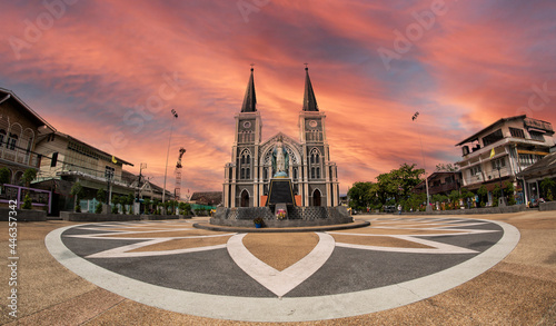 Fotografia The church Gorgeous facade of Roman Catholic Diocese of Chanthaburi at twilight, Cathedral of the Immaculate Conception, Thailand