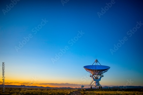 radio telescope at sunset Tapéta, Fotótapéta
