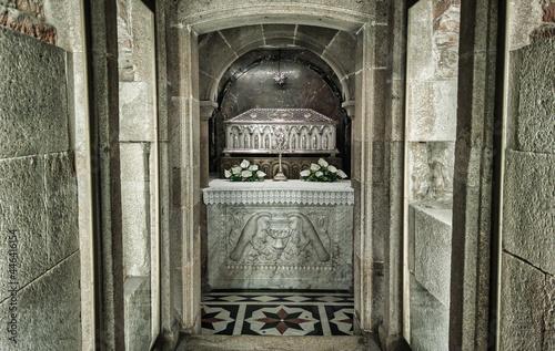 Billede på lærred Urna con los restos del apóstol Santiago en la catedral de Santiago de Compostel