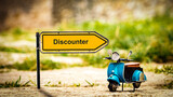 Street Sign to Discounter