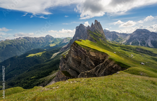 Photo Amazing views in the Dolomites mountains