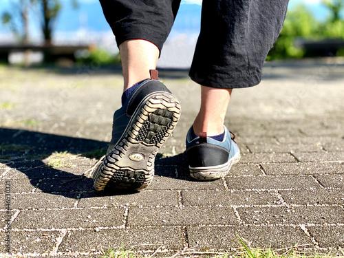 Fotografie, Obraz 歩き出す男性の足元