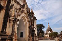 Thatbyinnyu Phaya Pagoda Paya Temple Chedi For Burmese People And Foreign Travelers Travel Visit Respect Praying Buddha God In Bagan Or Pagan Heritage Ancient City In Mandalay Region, Myanmar Or Burma