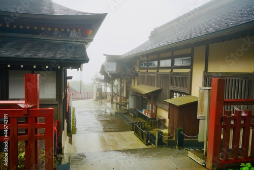 Cuadros en Lienzo 霧 武蔵御嶽神社 Mist Musashi Mitake Shrine