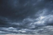 怖い雰囲気の曇り空