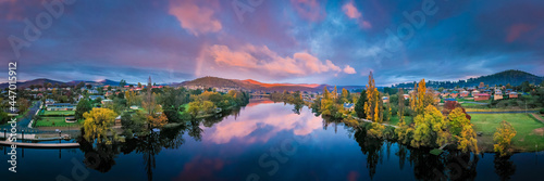 Leinwand Poster New Norfolk and Derwent River Tasmania