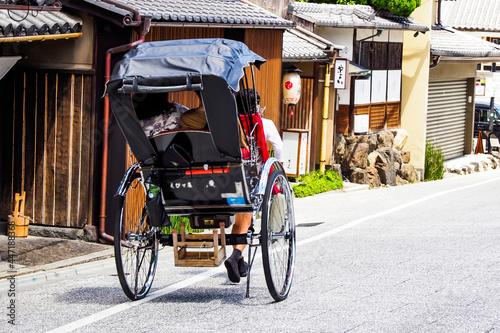 Billede på lærred 京都の街並み 人力車