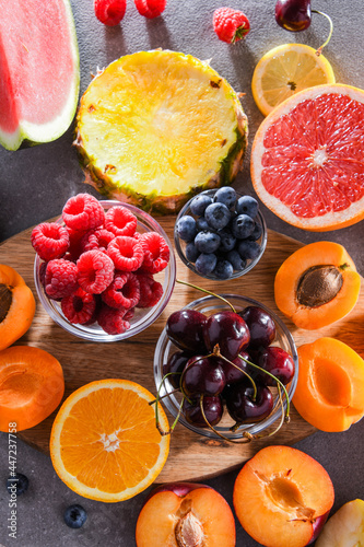 Composition with a variety of fresh culinary fruits