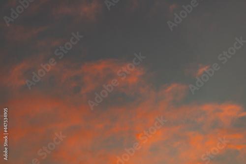 Obraz na plátne Céu ao entardecer, colorido com nuvens.