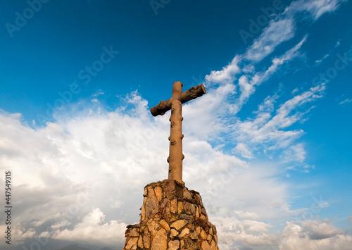 Obraz na plátně Cruz en la Peña de Valle de Bravo, México