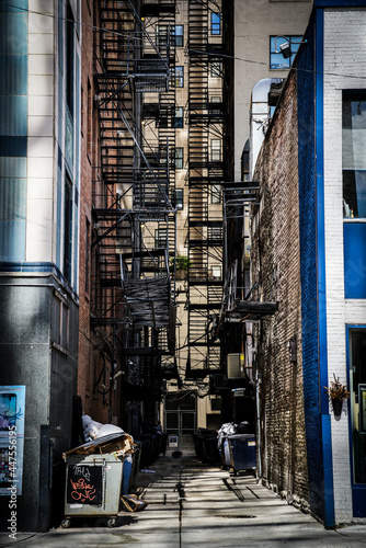 Fotografering alleyway in major us city with fire escapes and colors